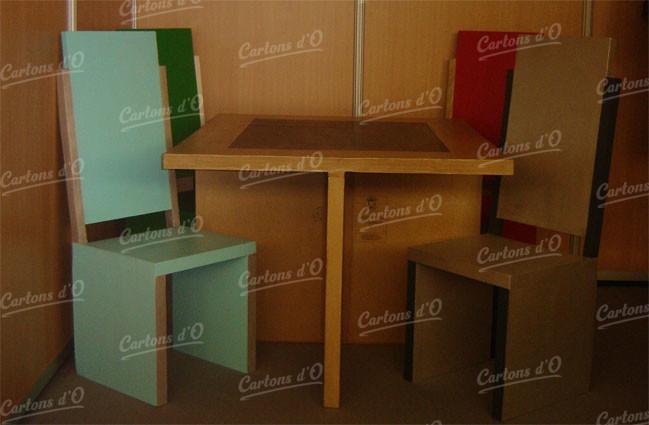 Table + 4 Chaises dans un salon d enregistrement
